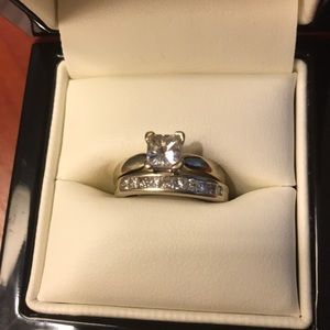 Jewelry - White gold and diamond wedding ring set